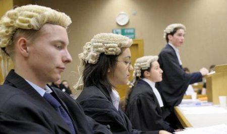 Làm thế nào để trở thành một luật sư tại Úc?